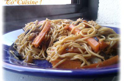 Nouilles chinoises sautées végétariennes piquantes