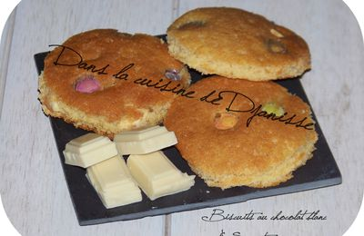 BISCUITS AU CHOCOLAT BLANC & SMARTIES