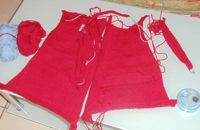 Robe tricot rouge finie