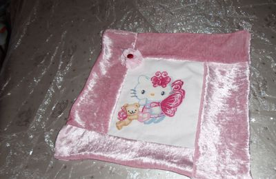 Hello kitty avec son nounours fini