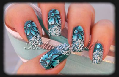 Nail art Noeud bleu (one stroke)