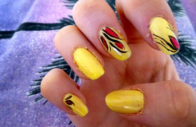 Nail art jaune rouge