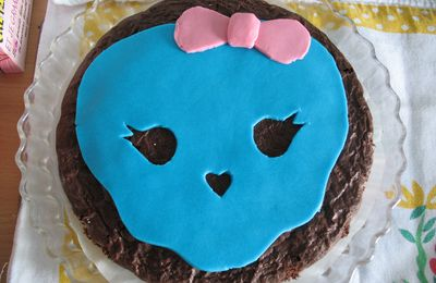 Masque et gateau Monster High