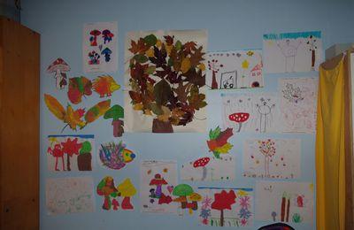Un mur de.automne dans la chambre