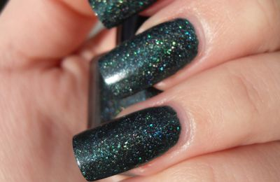 Swatch Glitter Gal Deep Green Sparkle et son nail art