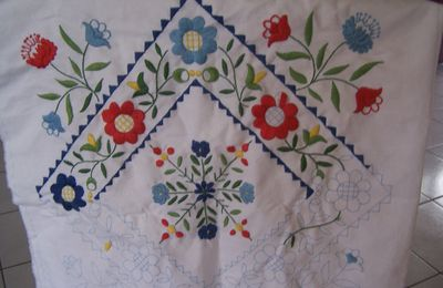 Un en-cours en broderie traditionnelle