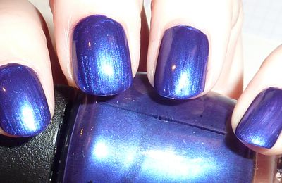 OPI Skyfall Tomorrow never dies