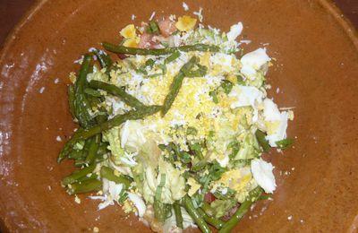 Salade composée asperges, oeuf rapé ...