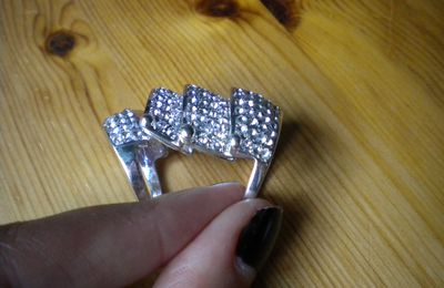 34. bague armure strass