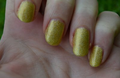 swatch Kleancolor holo yellow