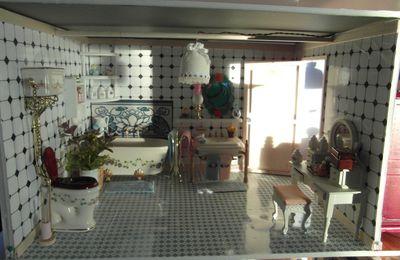 maison de poupées chambre et salle de bains-wc