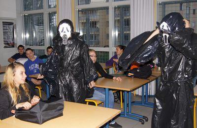 Des sculptures en sacs plastiques - Travaux d'élèves