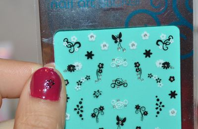 Stickers pour nail art de Essence version Bad Girl