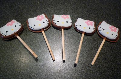 SUCETTE AU CHOCOLAT HELLO KITTY