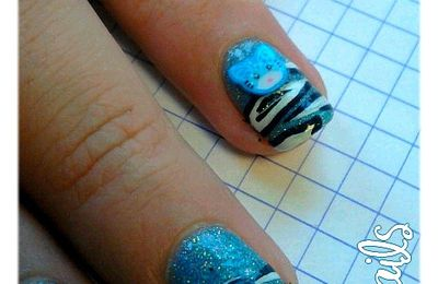 Nail-Art : Holo Blue So Graou & Fleurs De Bitume