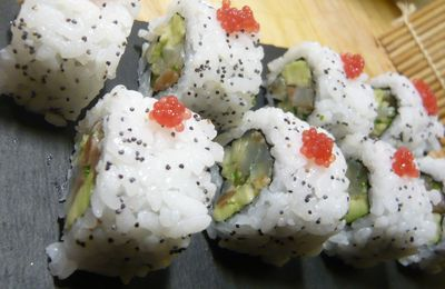 California rolls de bar et de saumon en carpaccio