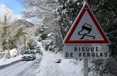 Neiges et rafales de vents en France - Cold snap hits France with first signs of winter