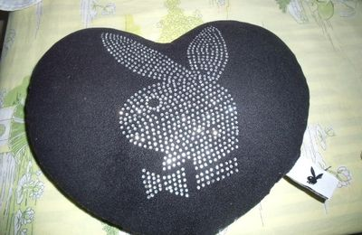 Coussin coeur Playboy Strass noir