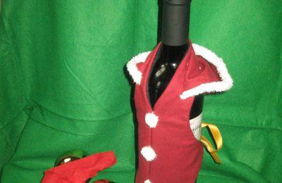 Anche la tavola vuole la sua parte...! Ecco i copri bottiglia di Natale!