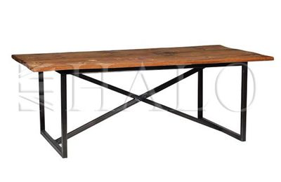 Axel dinning table