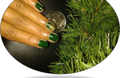 Swatch China Glaze Holly-Day et son accent nail