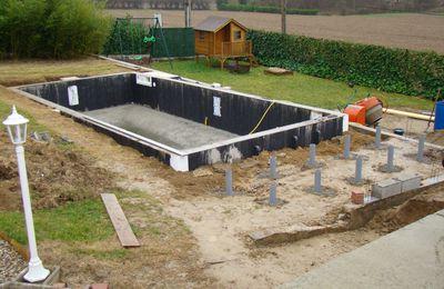 drain autour de la piscine et remblaiement la pose d 39 un kit assist magiline 2011. Black Bedroom Furniture Sets. Home Design Ideas