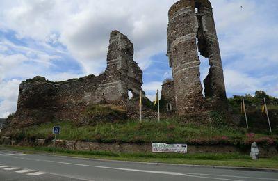 La Tour fendue du Château de Gilles de Rais à Champtocé-sur-Loire