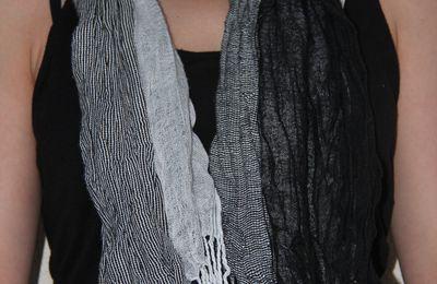 écharpe gris/noir/blanc