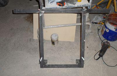 Fabrication et pose d'un support pour chauffe-eau
