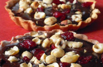 Tartelettes au chocolat, noisettes et cranberries