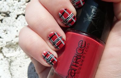The Sunday Nail Battle - Tartan nails