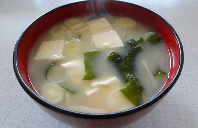 Tofu to wakame no misoshiru 豆腐と若芽の味噌汁
