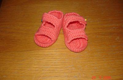 petites chaussures & gilet bébé!