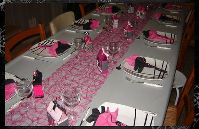 D co de table halloween 2010 quand mimi cr e le for Deco table rose et noir