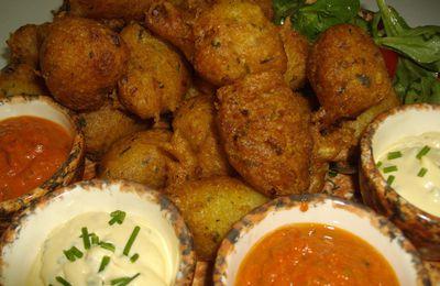 Accras de morue à la créole, sauce lime et sauce rougail