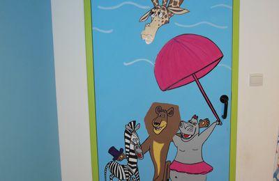 peinture sur porte (chambre Madagascar)