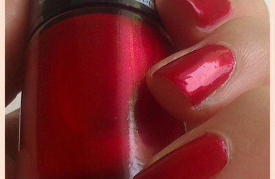 Swatch Miss Europe 94 rouge velours