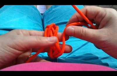 The Bruce Knot - a small Herringbone Knot by Mabel...