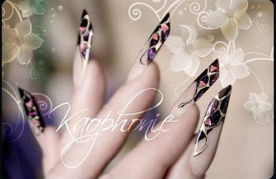 [Vidéo] Tuto nail art: Dorures cernées de noir et strass