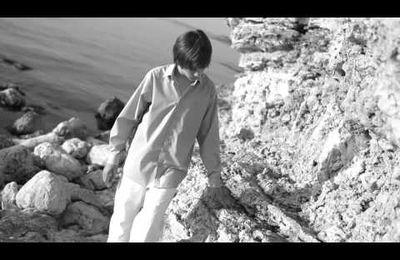 "Dima Borodin reprend ""Hero"" de Enrique Iglesias."