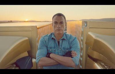 Jean-Claude Van Damme fait le grand écart pour Volvo