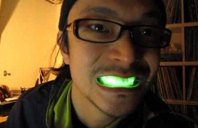 Nueva moda japonesa: Luces LED para lucir sonrisas relucientes