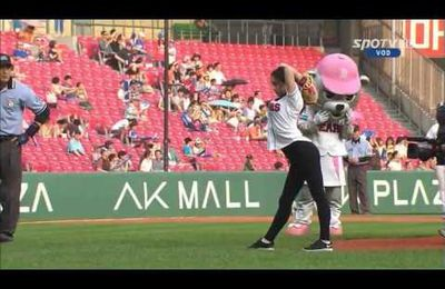 Shin Soo Ji first pitch