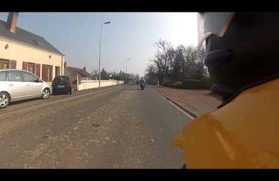 Traversée de La Chapelle du Chene en moto