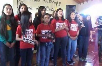 El Grupo de Pamela Canta en el Campamento Evangelístico Parral 2012 El Poder de Jesús