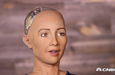"""Sophia le robot """"terminator"""" aux expressions très humaines !"""