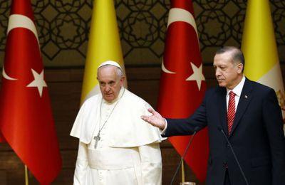Lorsque Erdogan humiliait le Pape en lui offrant une lettre exigeant la soumission des chrétiens