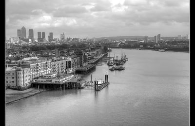THE CITY OF LIGHTS - Holies clouds over the River Thames