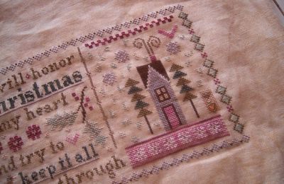 Lizzie Kate 2013 Christmas Mystery Sampler Holly & Hearts - 3