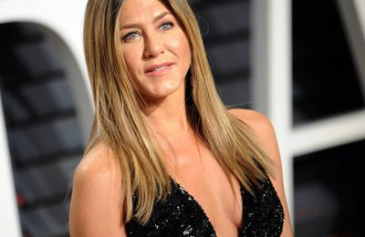 Jennifer Aniston no bra